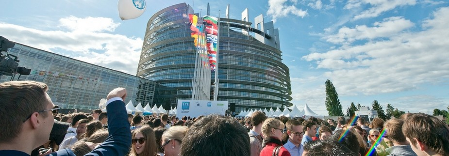 People at the EYE2016 in front of the European Parliament building