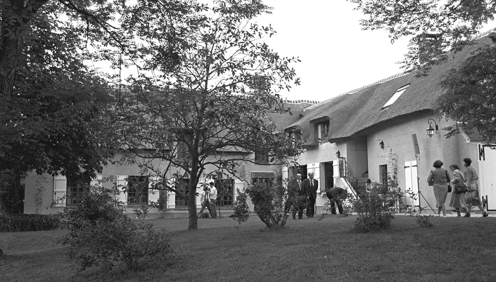 Old black and white photo of the exterior of the Jean Monnet house in Bazoches-sur-Gyonne, France