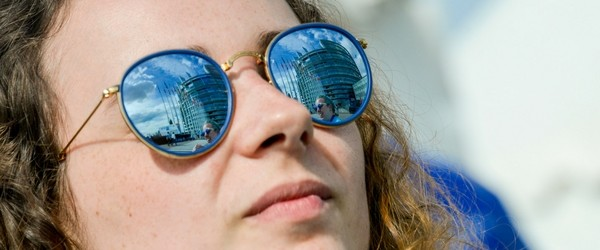 participant with sun glasses with reflection of the European Parliament in Strasbourg