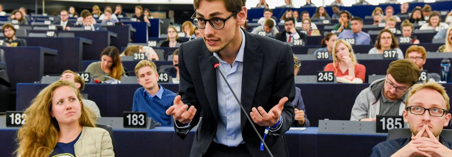 Young person speaking in the European Parliament hemycicle